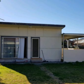 Granny flat with large deck for rent