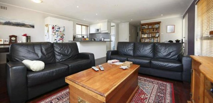 RENT 3BR, 1 Bth House Separate Studio: 24 Badgery St $605p/w