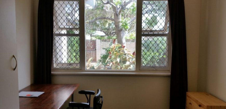 OVER 40's FEMALE. PRIVATE ROOM. QUIET. FRIENDLY, PEACEFUL. SELF CATER & CLEAN.