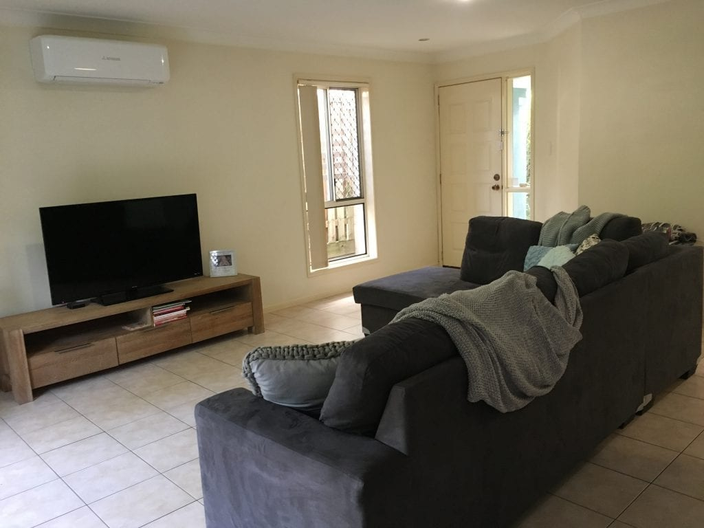 3 Bedroom Home close to Theme Parks, Highway and Shopping Centres!